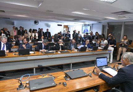 Projeto que permite o Senado de barrar operações de crédito passa na CCJ