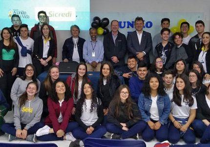 Programa A União faz a Vida: alunos do SESI ajudam Hemocentro