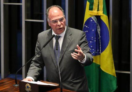 Bezerra coloca o cargo de líder do governo no Senado à disposição