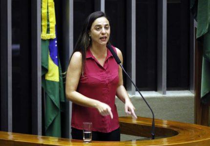 Comissão aprova incentivo fiscal para empresa que contrata mães