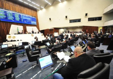 Propostas do Executivo que alteram previdência do Estado avançam em 3º turno