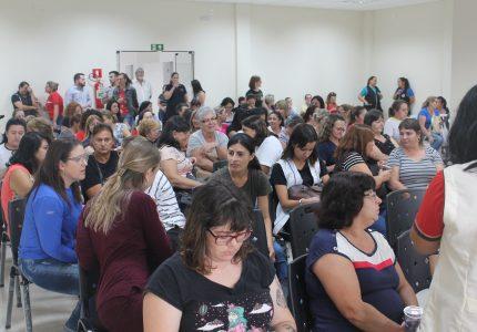 Professores de Guarapuava discutem adequação do piso salarial em assembleia