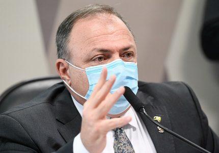 """Pazuello diz que Bolsonaro """"fala o que vem na cabeça"""", mas não deu ordens sobre pandemia"""