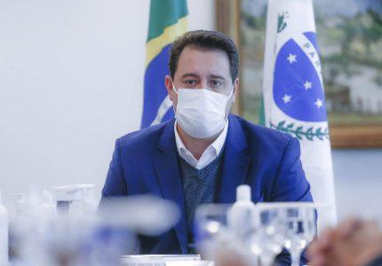 Novo decreto passa toque de recolher para 20 horas e muda horários do comércio no Paraná