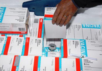 Paraná recebe mais 352,7 mil doses da vacina AstraZeneca