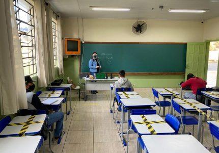 Aulas presenciais estão ocorrendo em mais de 600 escolas da rede estadual do Paraná