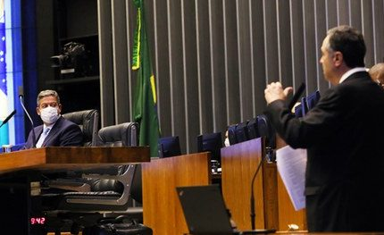 """Em debate na Câmara, Barroso diz que mudar sistema de votação """"é mexer em time que está ganhando"""""""