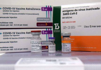 Segunda dose da AstraZeneca volta a ser aplicada neste sábado (18)