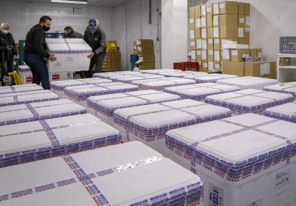 Paraná recebe 298,2 mil vacinas da AstraZeneca; lote contém apenas segundas doses