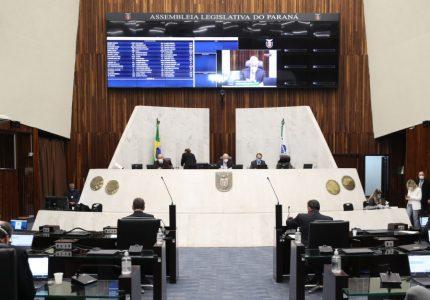 Deputados aprovam proposta de combate à pobreza menstrual